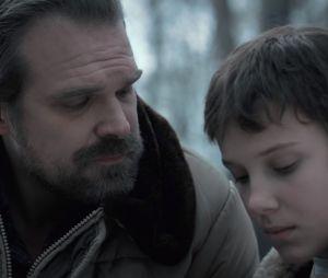 """De """"Stranger Things"""": David Harbour conta que ele e Millie Bobby Brown agem como pai e filha nos bastidores da série"""