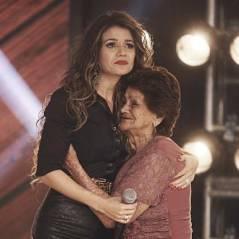 Paula Fernandes chora após receber visita da avó em gravação de programa