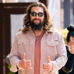 O Jason Momoa decidiu tirar a barba após 7 anos para se despedir de Drogo e virou OUTRA PESSOA