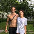 Laura Neiva e Chay Suede devem estar esperando o primeiro bebê após 3 meses de casamento