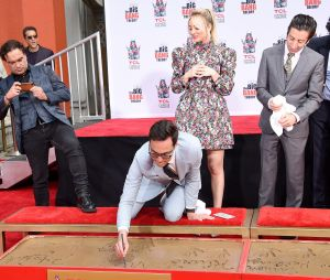"""Jim Parsons, de """"The Big Bang Theory"""", assina sua estrela na Calçada da Fama"""