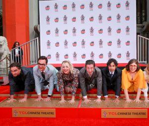 """Atores de """"The Big Bang Theory"""" ganham estrelas na Calçada da Fama!"""