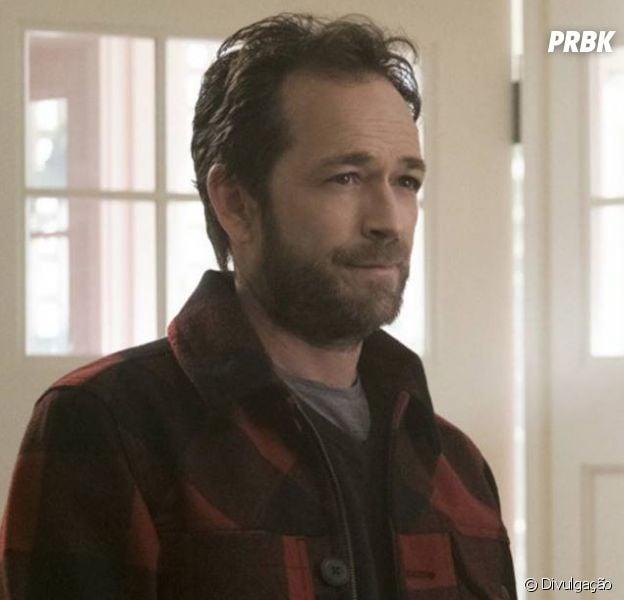 """Filho de Luke Perry, de """"Riverdale"""", realiza desejo do pai e participa de último filme que o ator gravou"""