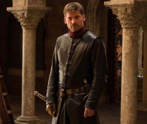 """Em """"Game of Thrones"""": depois do copo da Starbucks,Jaime Lannister(Nikolaj Coster Waldau) aparece com a mão direita inteira"""