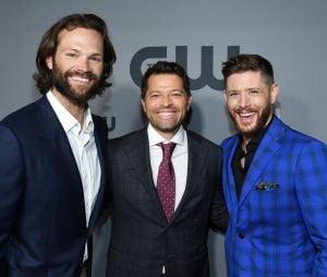 """Jared Padalecki, Jensen Ackles e Misha Collins se emocionam ao falar do fim de """"Supernatural"""""""