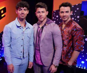 """Na final do """"The Voice USA"""", os Jonas Brothers fizeram apresentação impecável de """"Cool"""""""