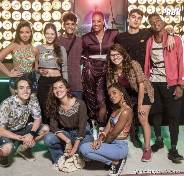"""""""Malhação"""": Ludmilla posa com elenco de """"Toda Forma de Amar"""" nas gravações de capítulo especial"""