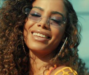 """Anitta é criticada por fazer apropriação cultural no clipe de """"Muito Calor"""", com Ozuna"""