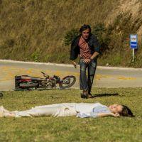 "Novela ""Alto Astral"": Laura sofre grave acidente e esquece de Caíque!"