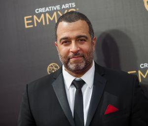 """O narrador de """"Jane the Virgin"""", um dos personagens mais hilários da série, é vivido por Anthony Mendez"""