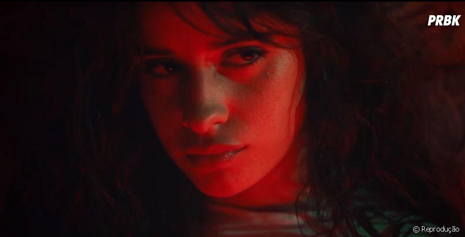 """Camila Cabello bota fogo num confessionário no clipe de """"Shameless"""", da Era """"Romance"""""""