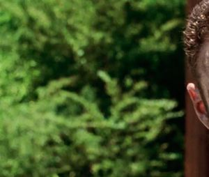 """10ª temporada de """"The Walking Dead"""" vai ter cena complicada logo no primeiro episódio, diz Ross Marquand"""