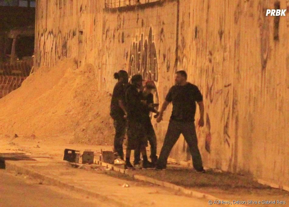 O astro do pop Justin Bieber foi flagrado pichando um muro no Rio, na madrugada da terça-feira (5)