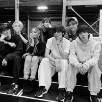 Após aparecerem juntos em foto, internet pede por uma parceria entre Ariana Grande e BTS