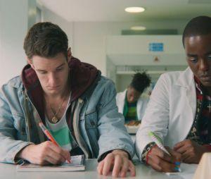 """""""Sex Education"""": qual será o futuro de Eric (Ncuti Gatwa) e Adam (Connor Swindells) na 3ª temporada?"""