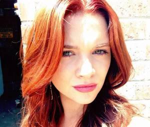 """Karma (Katie Stevens) é uma das protagonistas de """"Faking It"""""""