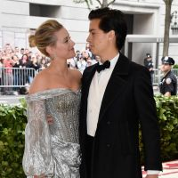 Cole Sprouse confirma fim do namoro com Lili Reinhart em post no Instagram