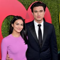 "Camila Mendes e Charles Melton, estrelas de ""Riverdale"", podem estar namorando de novo"