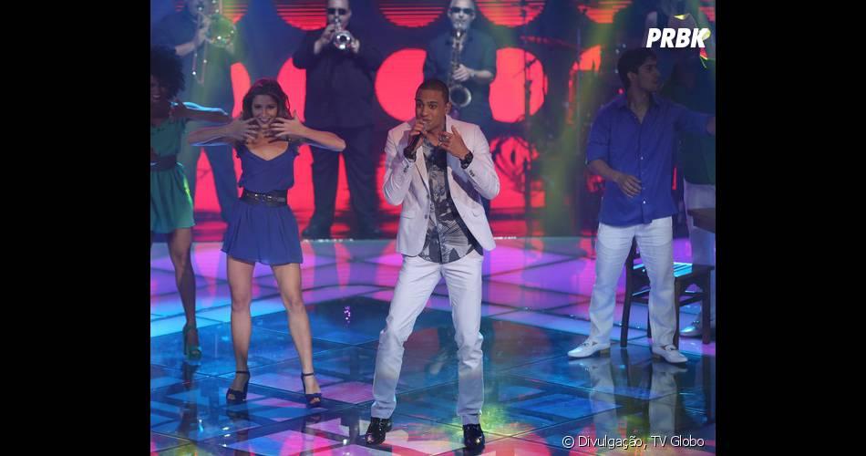 """Romero Ribeiro agradou a todos performando """"Assim Você Mata o Papai"""" no """"The Voice Brasil"""""""