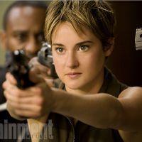"""Filme """"Insurgente"""": Tris (Shailene Woodley) aparece cercada de armas em nova imagem!"""