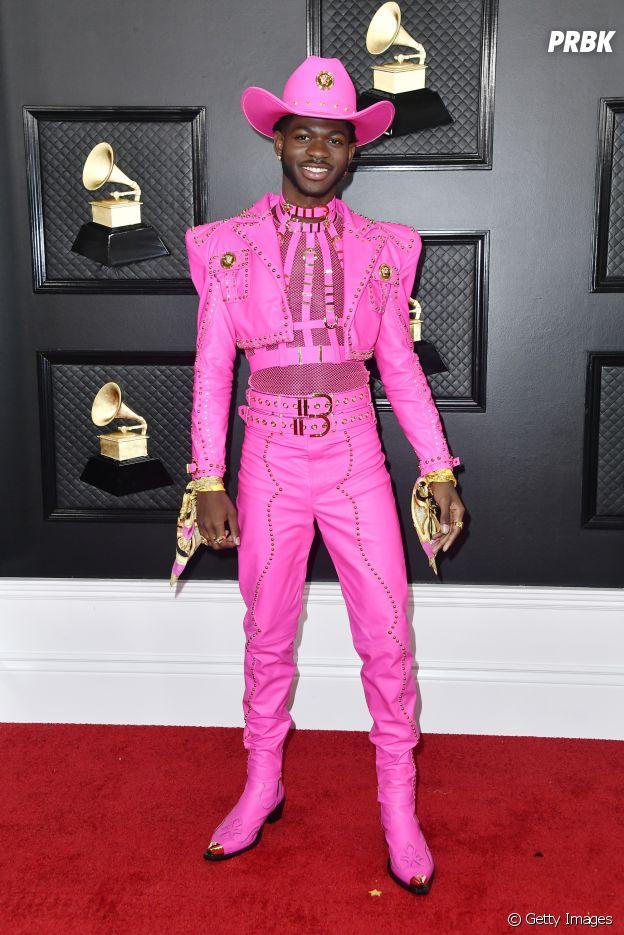 Lil Nas X aposta em look pink neon Versace para o Grammy