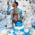 """Lil Nas X causa polêmica ao aparecer grávido ao promover álbum """"Montero"""""""