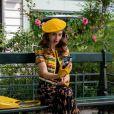 """As imagens do 2º ano de """"Emily em Paris"""" mostram os novos looks de Emily (Lily Collins), assim como a volta de personagens queridos pelo público"""