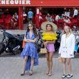 """No post das novas fotos da 2ª temporada de """"Emily em Paris"""", a Netflix escreveu: """"Mais lookinhos, mais Emily e mais Paris. A segunda temporada de Emily em Paris estreia em breve"""""""