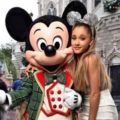 "Ariana Grande canta ""Santa Tell Me"" no especial de Natal da Disney"