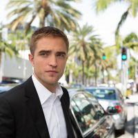 Robert Pattinson e Mia Wasikowska se beijam em trailer de novo filme!