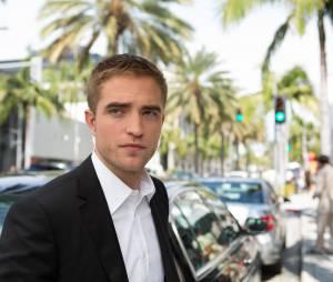 """Robert Pattinson e Mia Wasikowska se beijam em trailer de """"Mapas para as Estrelas"""""""