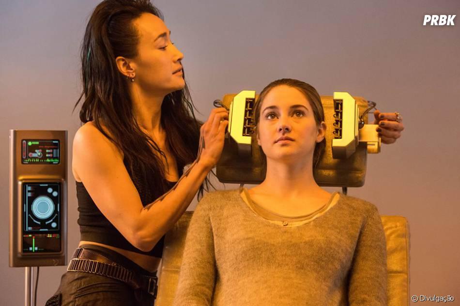"""Beatrice (Shailene Woodley) recebe ajuda de Tori (Maggie Q) em """"Divergente"""""""