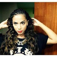 Anitta lota casa de show em Curitiba e é tietada por ex-BBB!