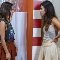 """Novela """"Malhação"""": Vicki (Manu Gavassi) conta o segredo de Pedro (Rafael Vitti) para Jade!"""