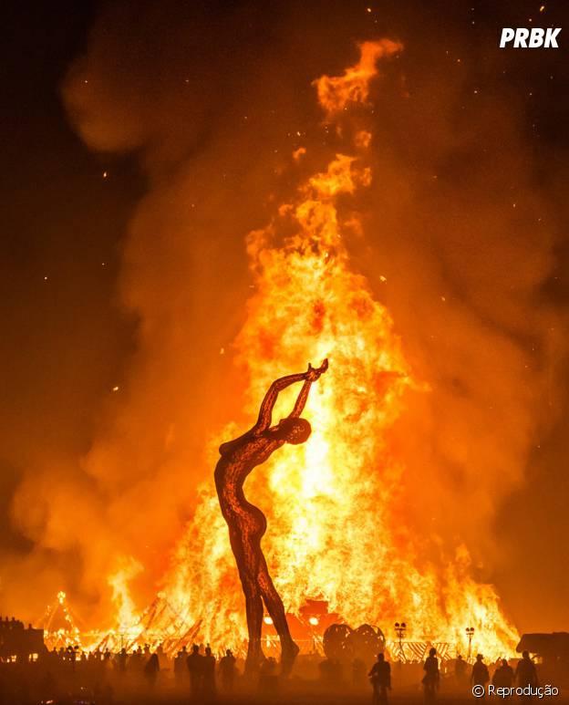Burning Man, Estados Unidos. Um festival bem conceitual, mas muito bonito também, o fogo é a característica mais marcante da festa, além da música e muita arte