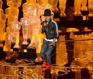 """Pharrell Williams fez uma apresentação incrível da música """"Happy"""" no Oscar 2014!"""