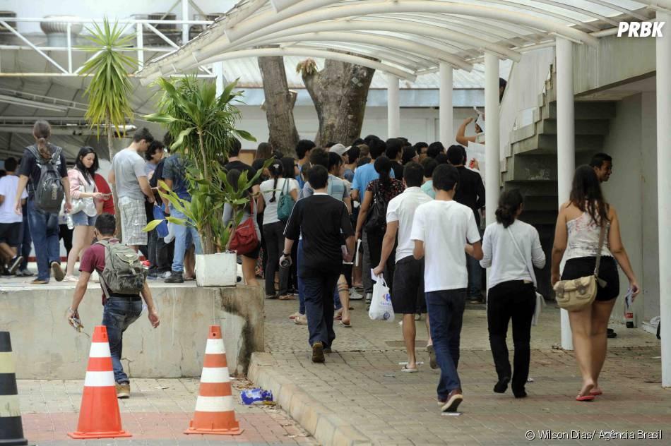 Cerca de 200 mil alunos do ensino superior irão participar do Enade 2013