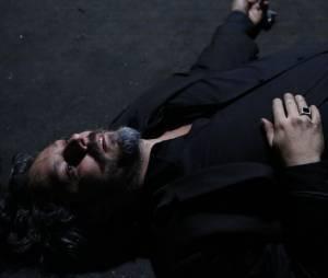 """Em """"Império"""", José Alfredo (Alexandre Nero) cai baleado no meio da rua!"""
