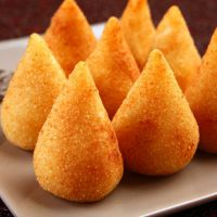 Vai fazer uma festa? Coxinha, brigadeiro e cupcake: Veja comidas que nunca podem faltar!
