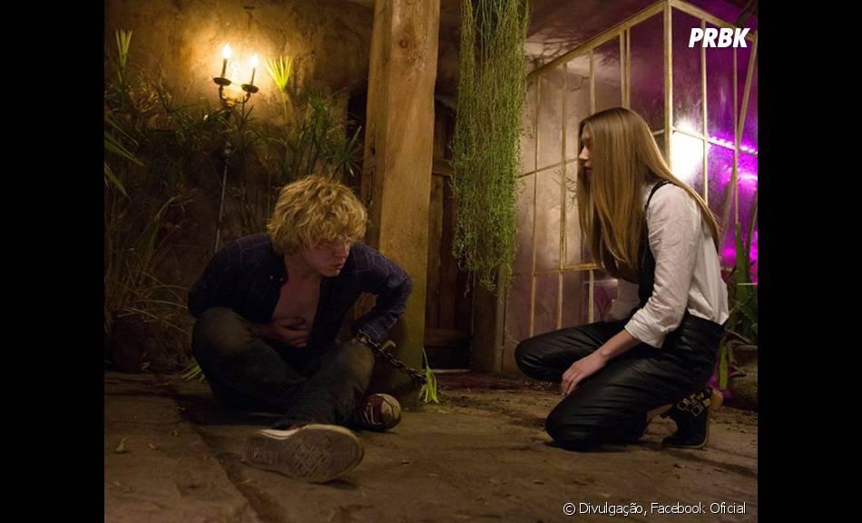 """Kyle (Evan Peters) e Zoe (Taisa Farmiga) têm uma relação um pouco incomum em""""American Horror Story: Coven"""""""