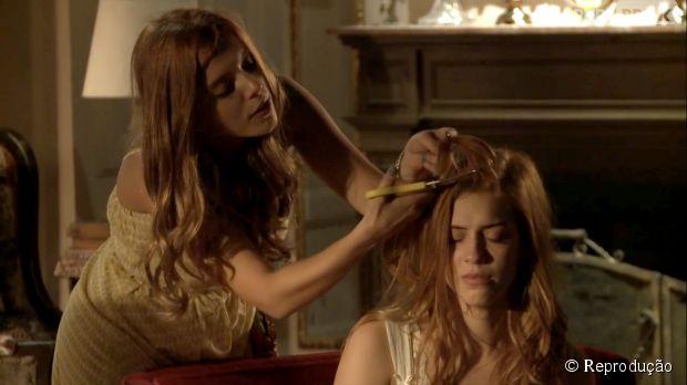 """Bélgica (Giovanna Lancellotti) vai cortar o cabelo de Gaby (Sophia Abrahão) em """"Alto Astral""""!"""
