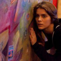 """Novela """"Malhação"""": Karina (Isabella Santoni) chora ao escutar confissão de Pedro (Rafael Vitti)!"""