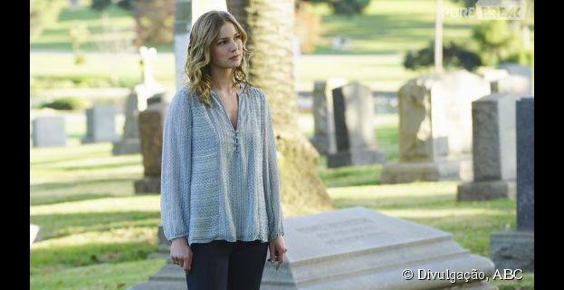 """Em """"Revenge"""": Emily (Emily VanCamp) tá na mira de alguém misterioso"""