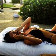 "Selena Gomez posta foto sexy de biquíni e rebate críticas sobre estar gorda: ""Eu amo ser feliz!"""