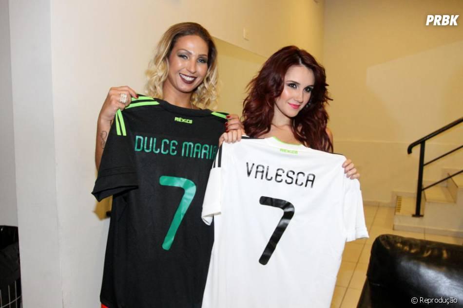 e8a9971a25a1a As divas Dulce Maria e Valesca Popozuda ganharam camisetas da seleçãp  mexicana personalizadas com seus nomes