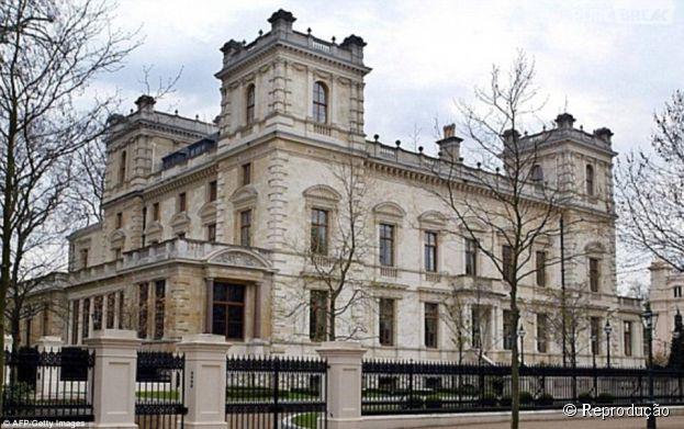 A casa do magnata Lakshmi Mittal, situada em Londres, Inglaterra, foi avaliada em R$ 35 bilhões