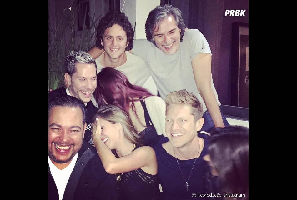 Anahí tinha publicado foto com amigos da banda RBD e levantou suspeita de volta do grupo. Será?
