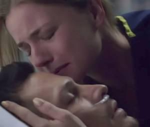 """Emily (Emily VanCamp) visita Jack (Nick Wechsler) no hospital no fim de """"Revenge"""""""
