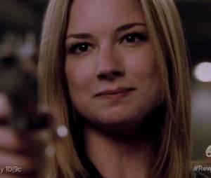"""Em """"Revenge"""", Emily (Emily VanCamp) comemora poder atirar em sua inimiga"""