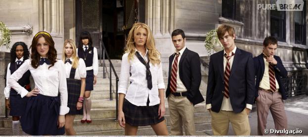 """Em """"Gossip Girl"""", as meninas podiam escolher como usar o uniforme da escola"""